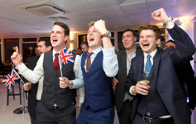 Phe ủng hộ Brexit ăn mừng chiến thắng sau cuộc trưng cầu dân ý. Đêm 23, sáng 24/06/2016 tại Luân Đôn - Anh.