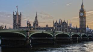 Vue sur le célèbre palais de Westminster, à Londres.