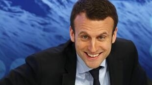 Ministro francês da Economia, Emmanuel Macron, chamou a polícia para conter assédio por e-mail de admiradora.