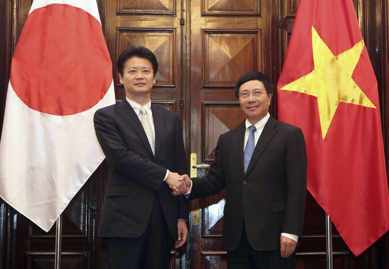 Hai Ngoại trưởng Nhật Koichiro Genba và Việt Nam Phạm Bình Minh tại Hà Nội ngày 14/07/2012.