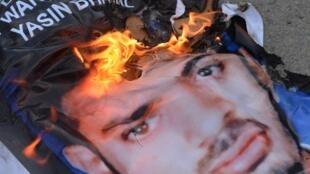 Portrait de Yasin Bhatkal, brûlé par des manifestants, après l'annonce de son arrestation, Bangalore, le 29 août 2013.