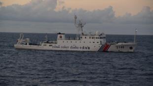 Tàu tuần duyên số hiệu 2146 của Trung Quốc tiến gần quần đảo Senkaku/Điếu Ngư. Ảnh do lực lượng tuần duyên Nhật Bản chụp được ngày 08/08/2013.