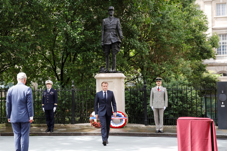 Возложение венков к памятнику Шарлю де Голлю в лондонском Carlton Gardens 18 июня 2020