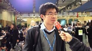 碳阻跡公司創辦人晏路輝2015年11月30在巴黎第21屆聯合國氣候變化大會期間接受採訪。