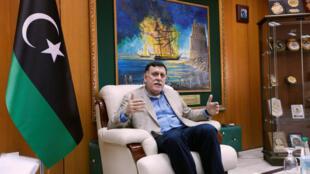 Waziri Mkuu wa serikali ya umoja wa kitaifa ya Libya,Fayez al-Sarraj, katika ofisi yake mjini Tripoli, tarehe 3 Juni 2016.