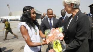 La directrice générale du FMI, Christine Lagarde, à l'aéroport d'Abidjan, le 6 janvier 2013.
