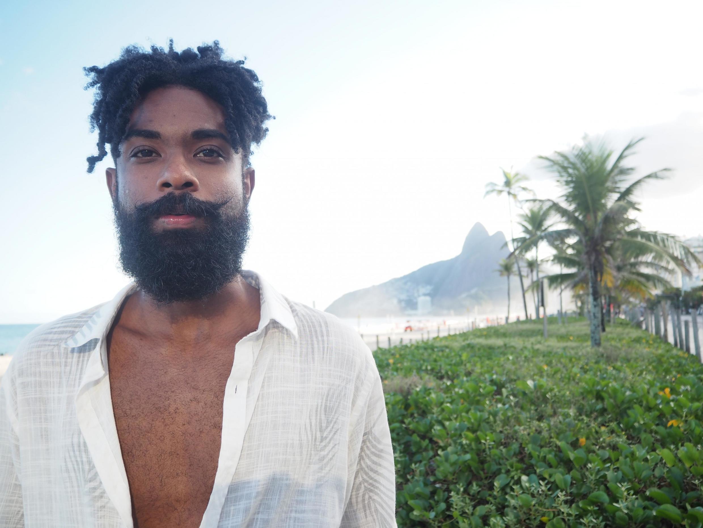 Elian Almeida, artista e estudante da Universidade do Estadual do Rio de Janeiro (UERJ) estudará na Sorbonne a partir de setembro.