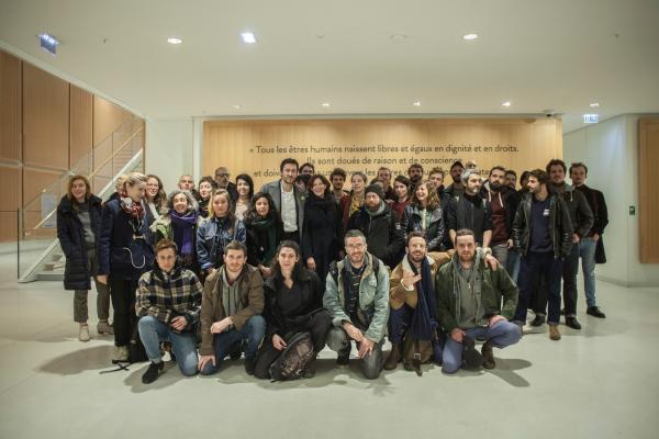 Команда кинотеатра La Clef Revival и пришедшие ее поддержать кинематографисты и политики после судебного заседания 28 ноября 2019 г.