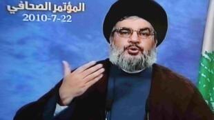 Impression d'écran issue d'al-Manar, la télévision du Hezbollah, montrant Hassan Nasrallah, secrétaire général du Hezbollah libanais, lors d'une conférence de presse, le 22 juillet 2010.