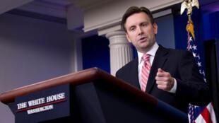 Phát ngôn viên Phủ Tổng thống Mỹ Josh Earnest - AP