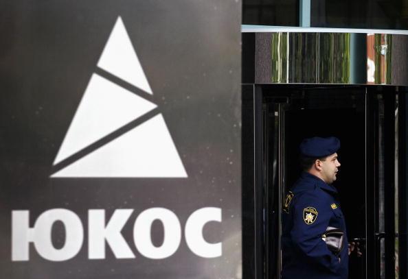 Bên ngoài tòa nhà trụ sở chính của tập đoàn dầu khí Yukos tại Mátxcơva, Nga.