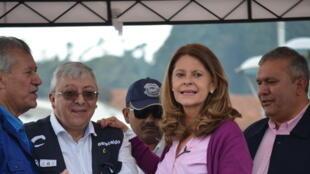 Carlos Martinez (gauche) et Marta Lucia Ramirez lors de son meeting à Zipaquirá, le 25 février 2018.