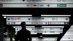 Забастовка сотрудников парижского общественного транспорта продолжается полтора месяца