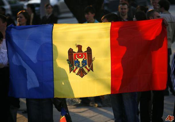 Одного из участников акции протеста внесистемной оппозиции Молдовы обвиняют в том, что, находясь за рулем микроавтобуса, он въехал в толпу митингующих.