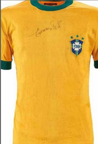 A camisa 10 usada por Pelé no amistoso Brasil-Iugoslávia, leiloada nessa quinta-feira 5 de dezembro de 2019.
