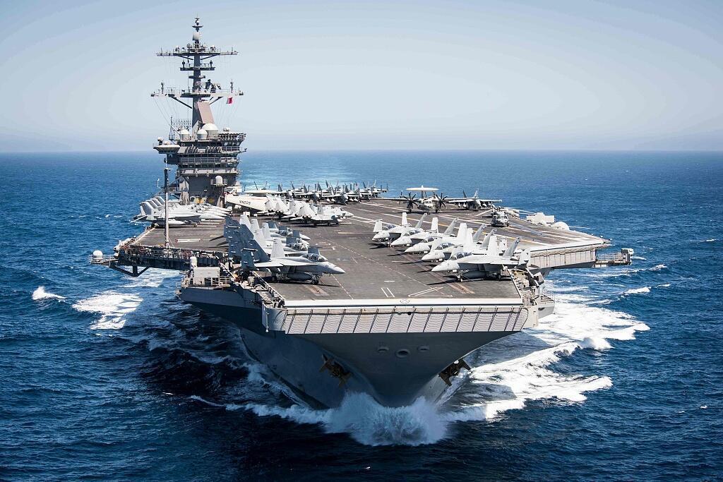 """图为疑似美军核动力航母""""西奥多·罗斯福""""号(CVN-71)航行图"""