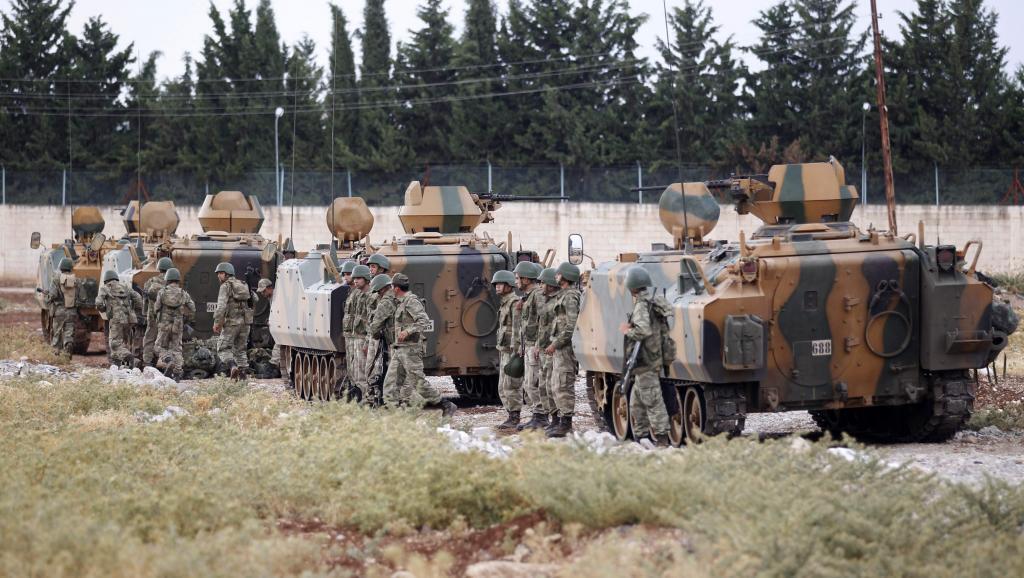 Msafara wa magari ya jeshi la Uturuki kwenye mpaka kati ya Uturuki na Syria, karibu na mji wa Kilis, Julai 30 mwaka 2012.