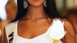 A atriz, modelo e ex-miss Venezuela Mônica Spears Mootz, de 29 anos, foi assassinada junto com seu companheiro em uma autoestrada da Venezuela.