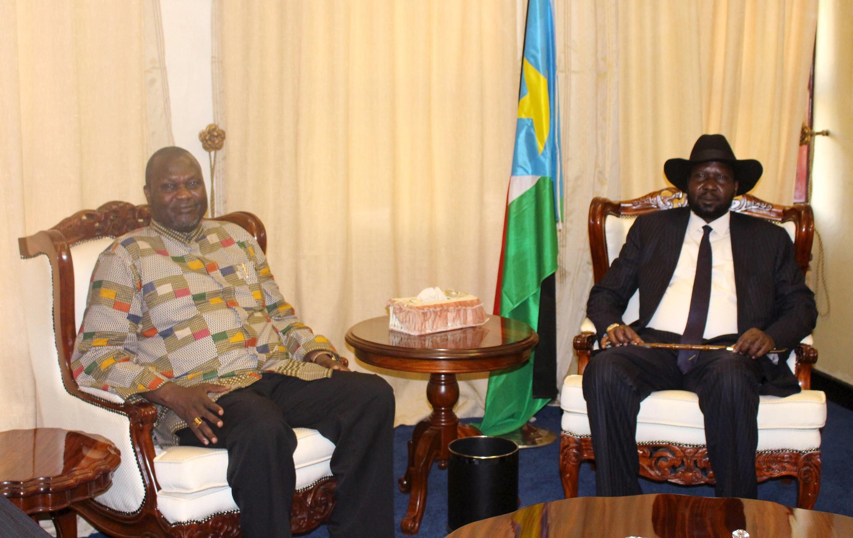 Le président sud-soudanais Salva Kiir et son vice-président Riek Machar, au palais présidentiel de Juba, le 26 avril 2016.