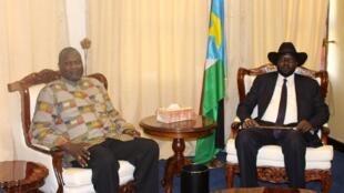 Rais wa Sudan Kusini (Kulia) na aliyekuwa Makamu wake Riek Machar (Kushoto)