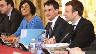 Thủ tướng Pháp Manuel Valls (G) cùng các bộ trưởng chuẩn bị họp với các đại diện nghiệp đoàn về dự án cải cách luật lao động, Paris, 14/03/2016.