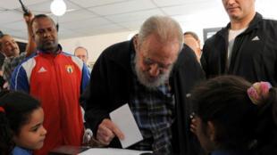 Fidel Castro vota em Havana nas eleições legislativas de domingo, 03 de fevereiro de 2013.