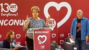 A ex-presidente Dilma Rousseff discursa durante ato da central sindical espanhola União Geral dos Trabalhadores, em Madri.