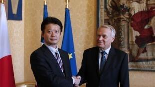 法国总理埃罗和到访的日本外相玄叶光一郎