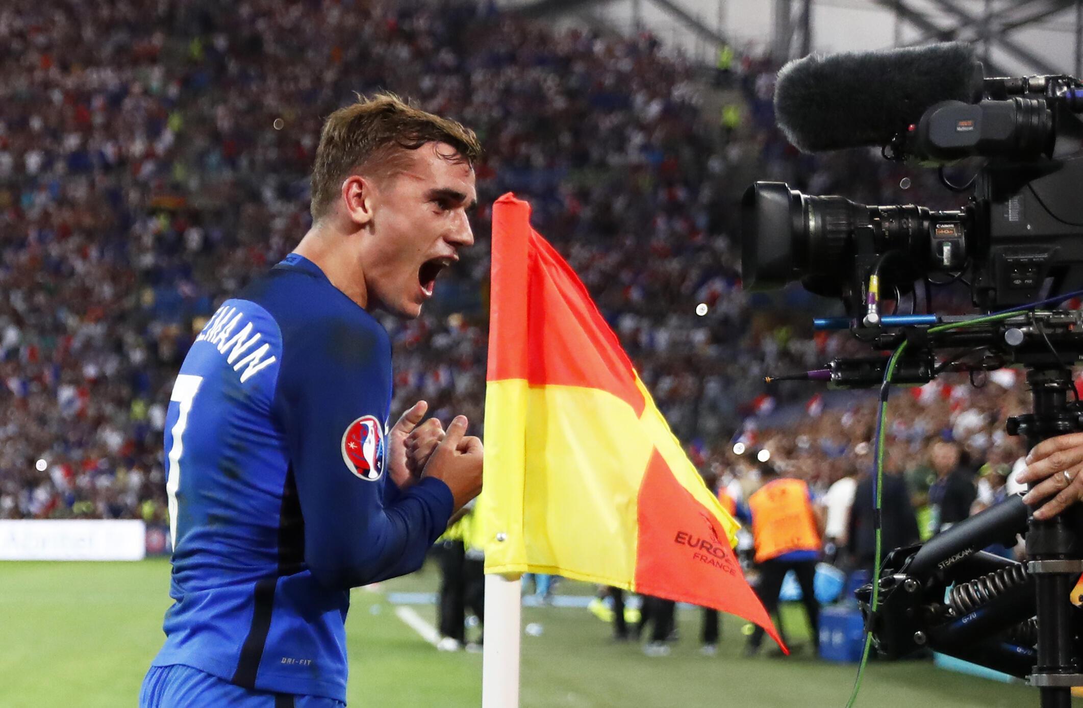 Французский футболист Антуан Гризманн в полуфинальном матче Евро-2016