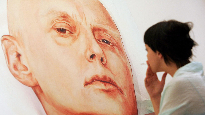 Портрет Александра Литвиненко, выставленный в одной из московских галерей, 23 мая 2007.