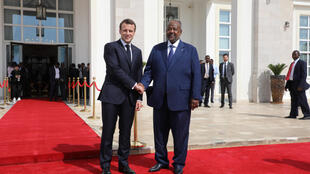 Le président français, Emmanuel Macron, et son homologue djiboutien, Ismaïl Omar Guelleh, à Djibouti, le 12 mars 2019.