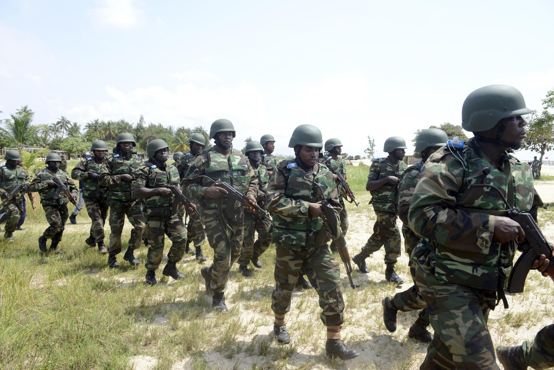 Mazoezi ya pamoja kati ya jeshi la Nigeria na Marekani huko Lagos, Oktoba 18, 2013.