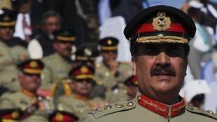 Le général Raheel Sharif nouveau chef de l'armée pakistanaise, au siège des forces armées, le 29 novembre 2013.