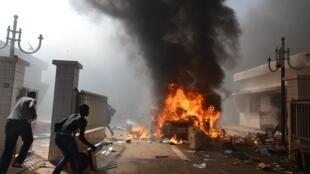 Manifestantes incendiaron el Parlamento, Uagadugú, 30 de octubre de 2014.