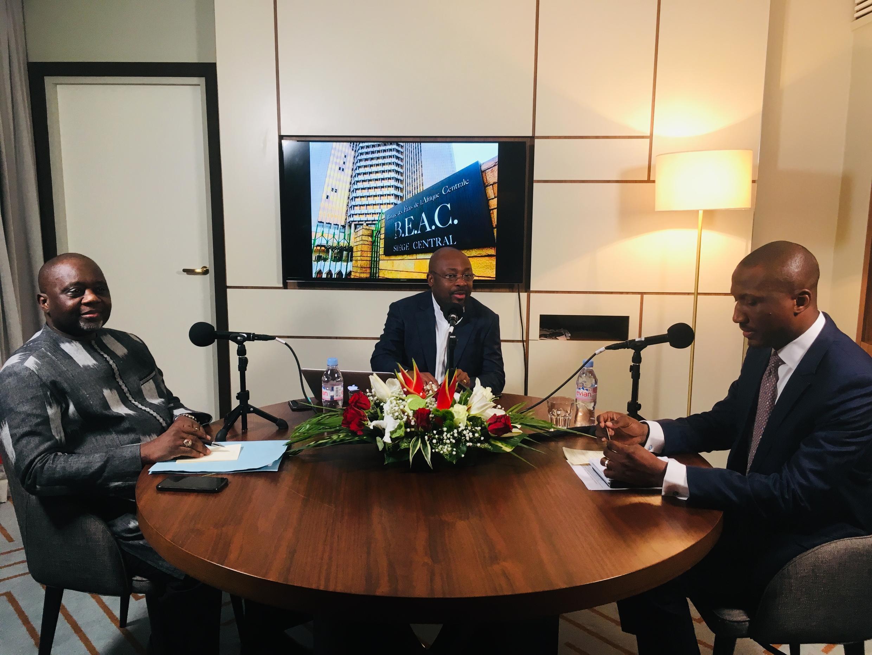 Le plateau du Débat africain enregistré à Abidjan en mars 2019. Avec Oumar Yugo et Mahamane Alassane Touré.