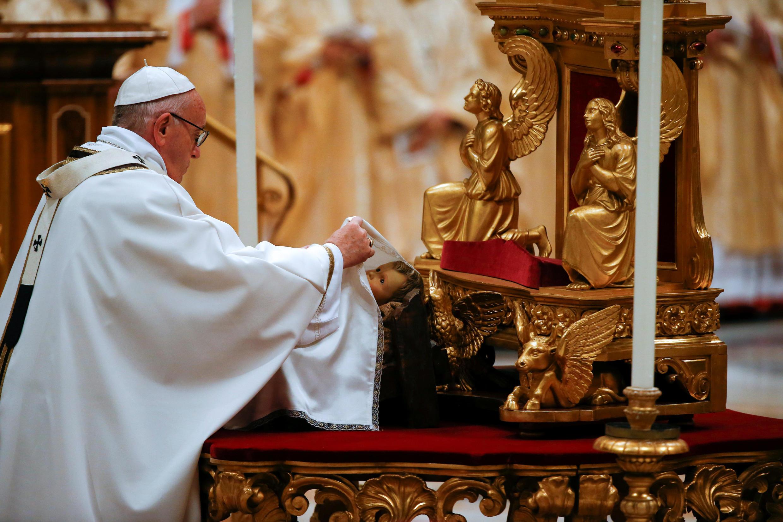 Giáo hoàng Phanxicô cử hành thánh lễ mừng đóng Giáng Sinh tại Vương cung thánh đường Thánh Phêrô. Ảnh 24/12/2017.