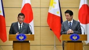 Tổng thống Philippines Rodrigo Duterte và thủ tướng Nhật Bản Shinzo Abe trong buổi họp báo chung tại phủ thủ tướng Nhật, Tokyo ngày 31/05/2019.