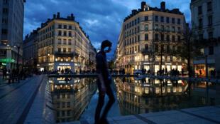 A França, entre outros países europeus, deve continuar lockdown da população, com flexibilização das regras a partir de 1° de dezembro.