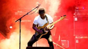 C'est Marcus Miller, ancien bassiste de Miles Davis, qui ouvre le festival Jazz à La Villette, (ici lors de la 25e édition du festival de jazz de Saint-Louis, au Sénégal, en 2017).