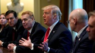 Tổng thống Mỹ Donald Trump trong một cuộc họp về tăng thuế nhôm-thép vào Mỹ tại Nhà Trắng, Washington, ngày 01/03/2018.