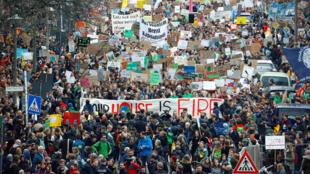 Des collégiens et lycéens manifestent le 29 mars à Berlin, à l'occasion des « Fridays for Future».