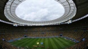 Le stade de Brasilia a été le plus couteux du Mondial 2014 au Brésil, il est maintenant utilisé pour stationner des transports en commun, ici en juillet 2014.
