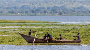 Des pêcheurs sur le lac Albert, en Ouganda.