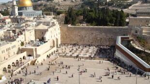 O Muro das Lamentações ou Muro Ocidental em Jerusalém, um dos lugares mais visitados do mundo e o mais sagrado para o judaísmo.