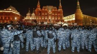 Cảnh sát cơ động phong tỏa cuộc biểu tình phản đối bản án dành cho nhà đối lập Alexei Navalny tại Matxcơva, 30/12/2014.
