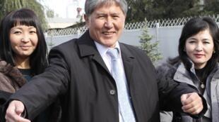 Алмазбек Атамбаев после победы на президентских выборах, 31 октября 2011 года