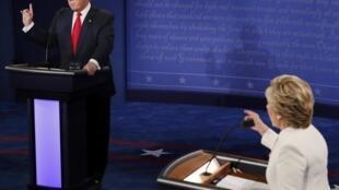 Ứng viên tổng thống Mỹ Hyllary Clinton (P) và Donald Trump