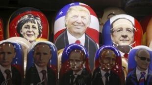 莫斯科街頭一家商店出售以特朗普、普京、默克爾、奧朗德頭像做的玩具。
