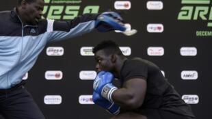 """Le Sénégalais Oumar Kane, alias """"Reug-Reug"""", lors d'un entraînement à Dakar le 11 décembre 2019"""