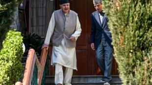 Farooq Abdullah à sa résidence à Srinagar après avoir été libéré de prison, samedi 14 mars 2020.